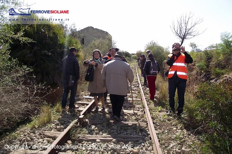 20130308-ripercorsi-i-binari-della-linea-ferroviaria-tra-noto-e-pachino-dscf6259-800px