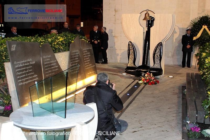 20140115-199_9957-20140115-messina-7-memorial-segesta-800px