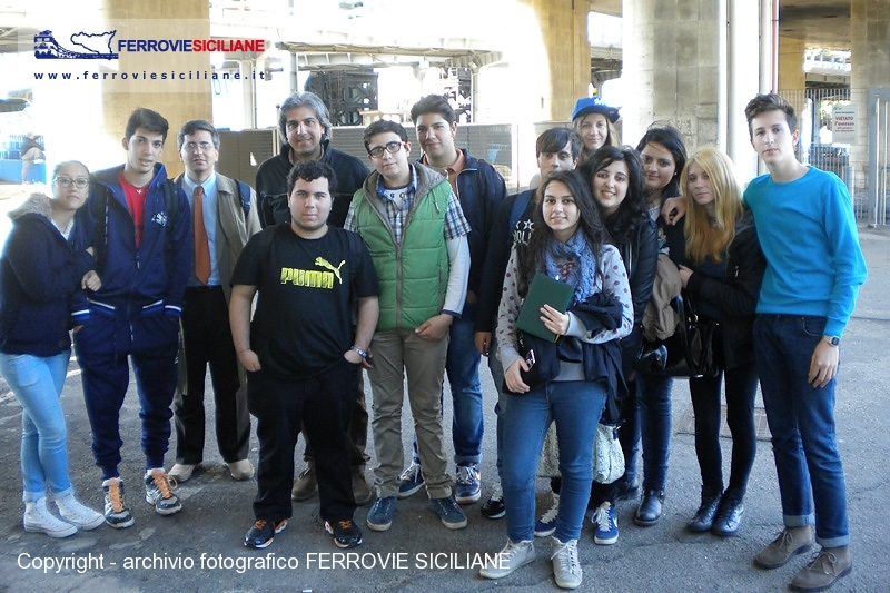 20140521 - Gli alunni del Liceo Alessandro Volta di Reggio Calabria interessati alla mobilità nell'area dello Stretto - DSCN1816 copia