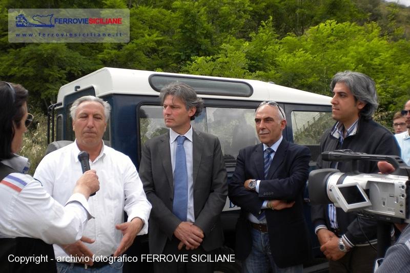 20140617 - Incontro a Caltagirone per chiedere la riapertura della linea fino a Gela - DSCN1823 20140530 Caltagirone - FERROVIE SICILIANE - 800px