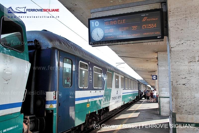 Treno notte Sicilia - Milano analisi di viaggio ad Agosto 2015  Messina Centrale  ICN784