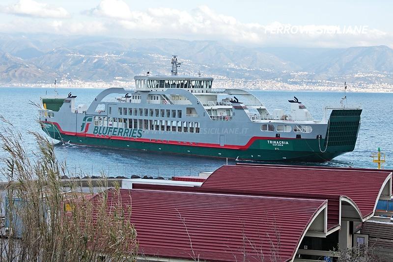 Bluferries, prove d'ormeggio per la nave Trinacria