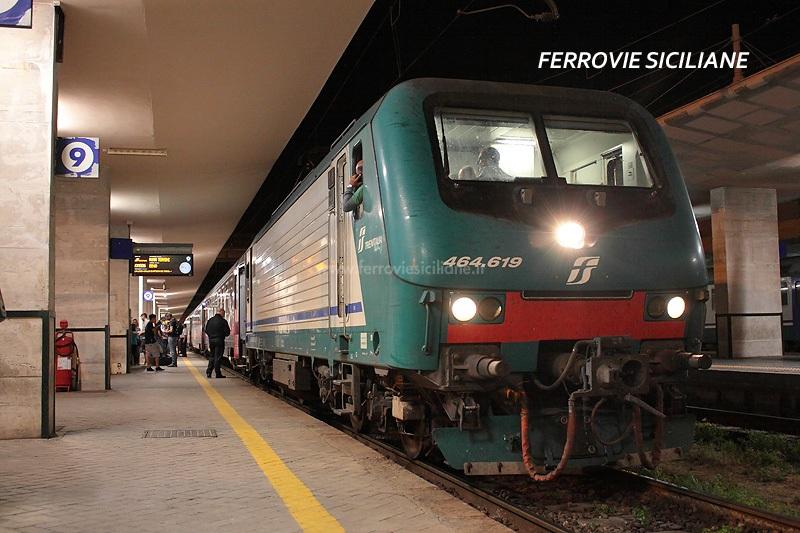 Prima E464 su un treno a Lunga Percorrenza, inizia l'avvicendamento con le E656