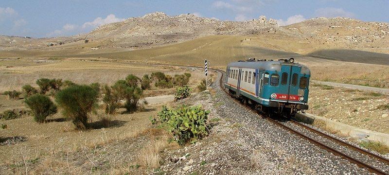 <strong>Una 1600 nel deserto di Butera</strong><br/>Del: 15/06/2009 N° 240<br/>Foto: Alessandro LO GIUDICE<br/>Luogo: Butera (Caltanissetta)<br/>Data: 21/10/2008