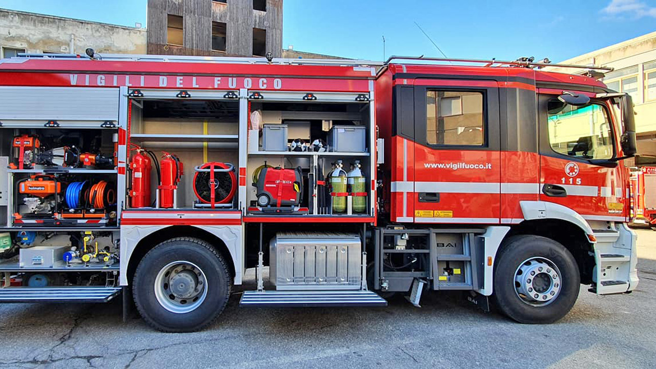 Vigili del Fuoco, assegnato al Comando di Messina un veicolo antincendio bimodale