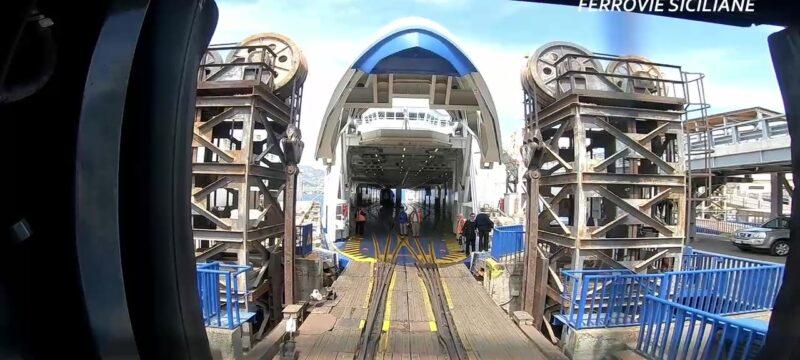 20210408-In-treno-sulla-nave-Messina
